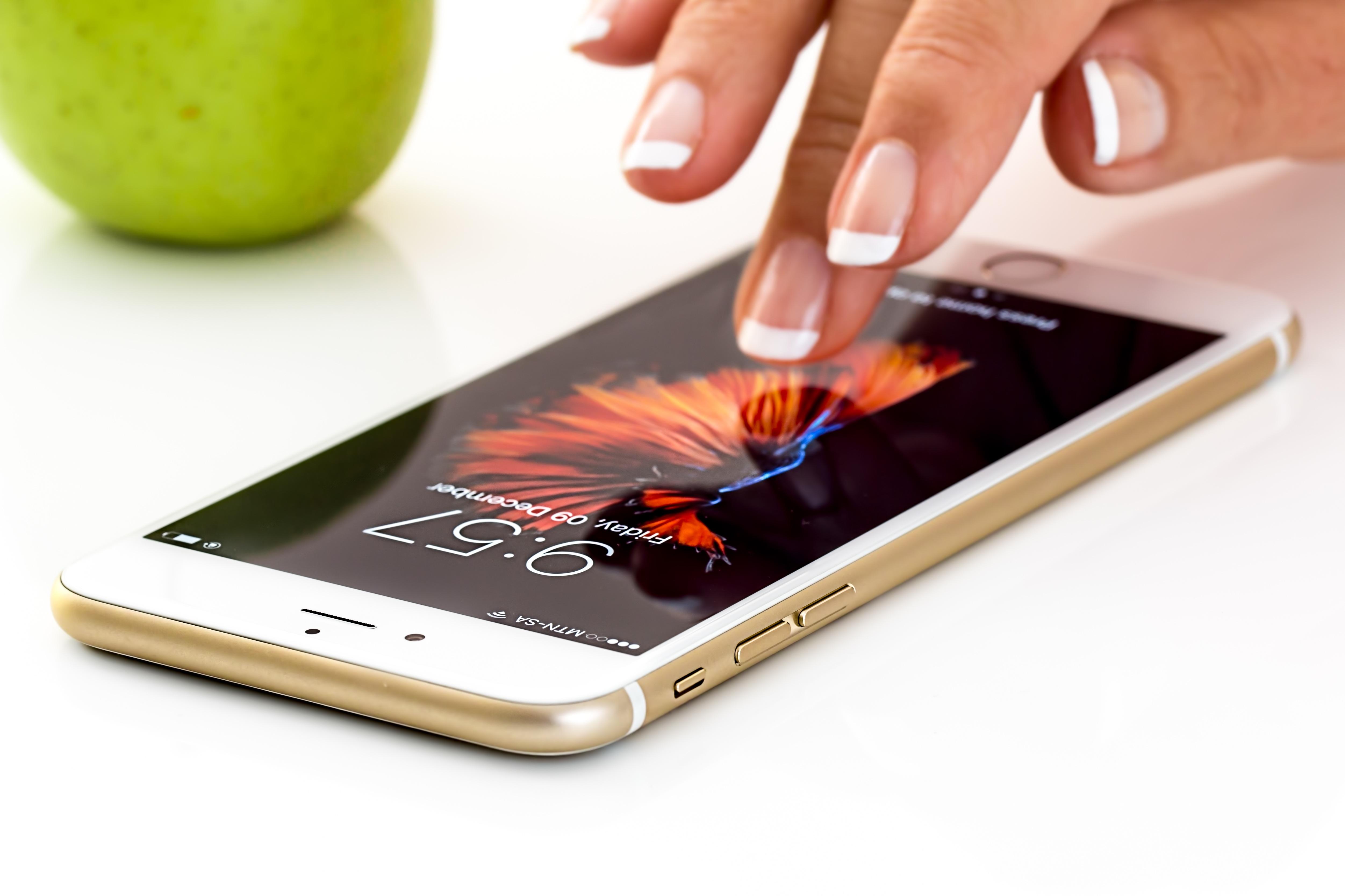 Mobilephone auf einem Tisch